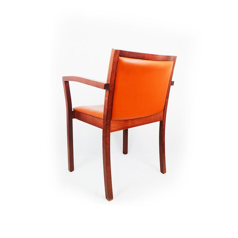 chaise visiteur en cuir et bois avec accoudoirs bureau fut. Black Bedroom Furniture Sets. Home Design Ideas